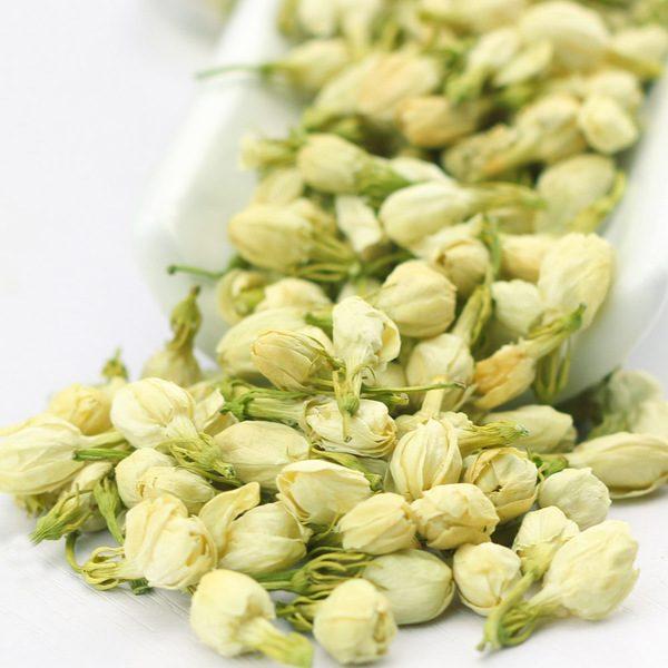 Sửdụng trà hoa lài thường xuyên có tác dụng giảm các cholesterol xấu trong máu