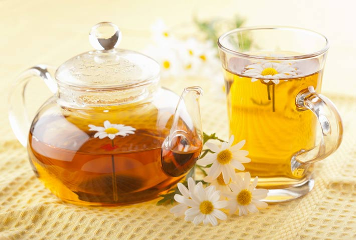 Cách sử dụng trà thảo mộc đẹp da trị mụn